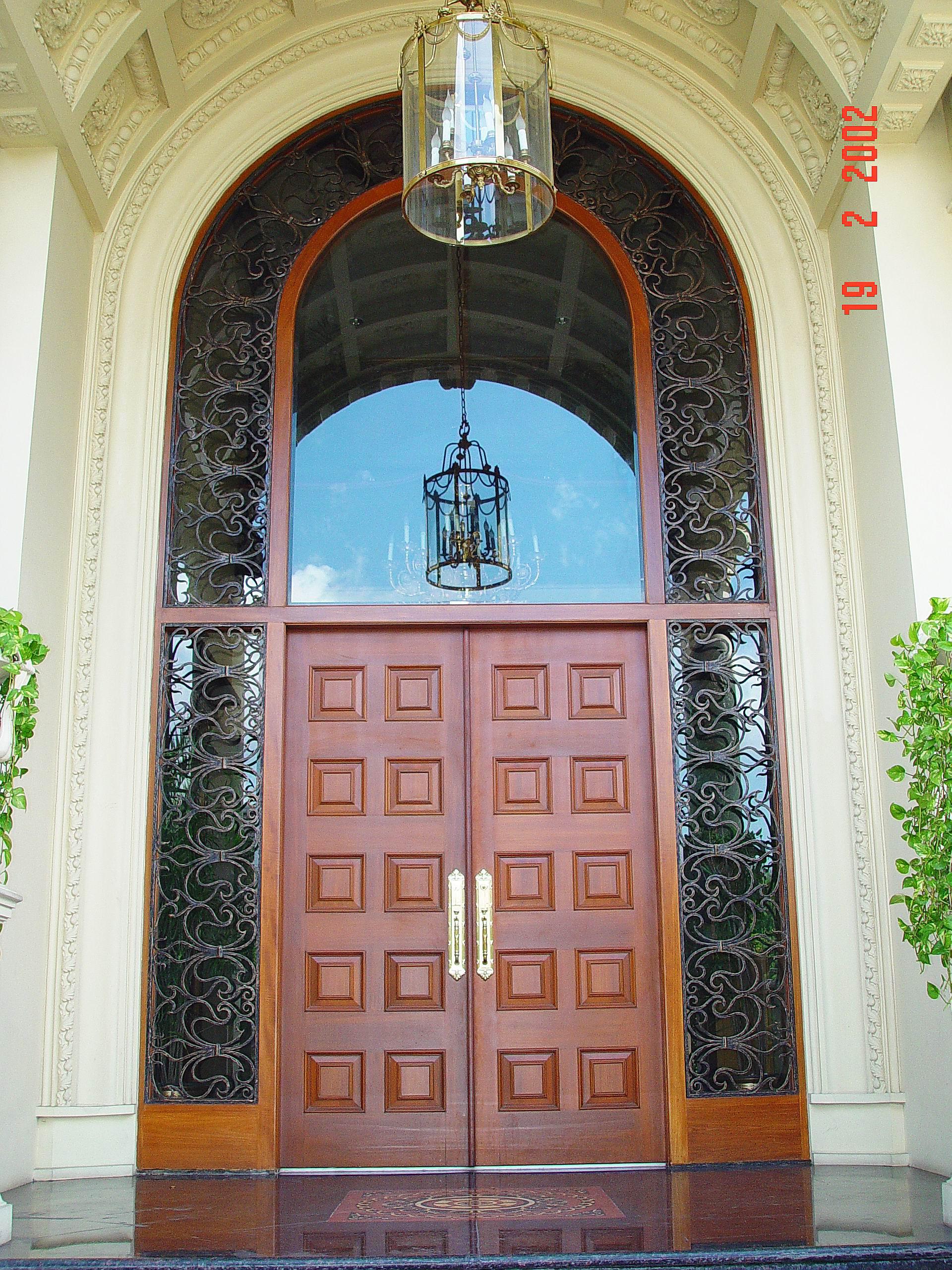 le menon main entrance door
